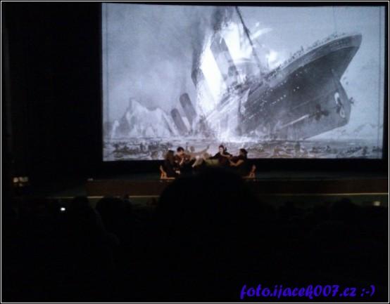 obrázek orchestr v kině