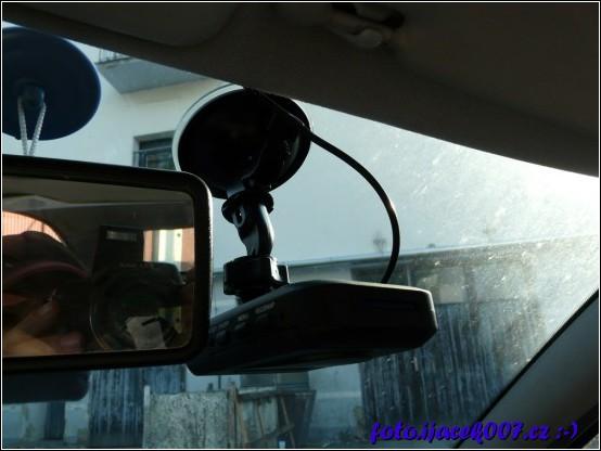 obrázek nahravací kamera do auta s náhradním držákem