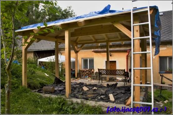 obrázek provizorní zakrití střechy