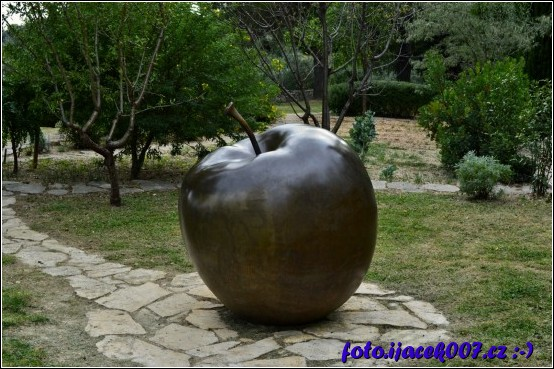 obrázek obří jablko