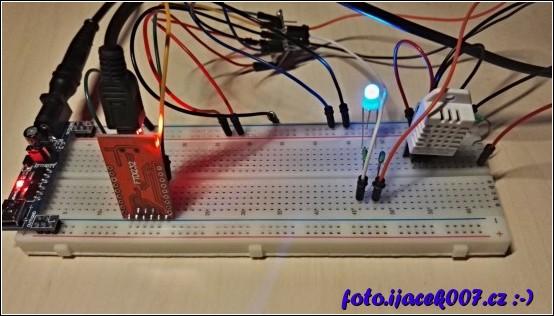 obrázek Reálné zapojení esp8266 s teploměrem a vlhkoměrem dht22