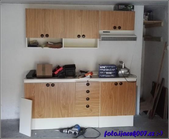 obrázek stará kuchyň