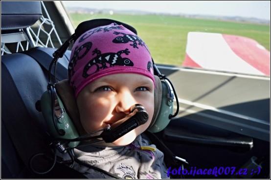 obrázek Anetka v letadle