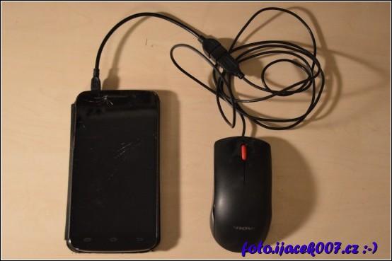 obrázek telefon s připojenou myší