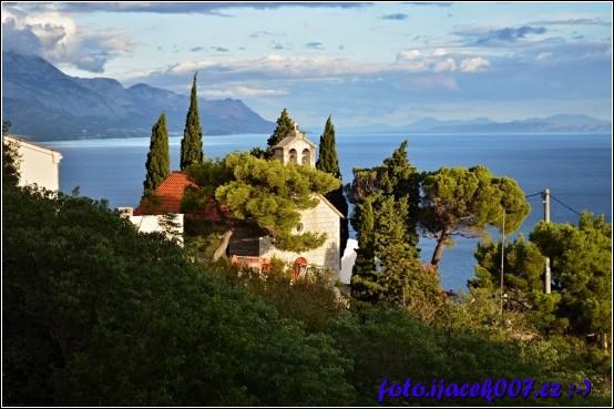 obrázek Marušiči kostelík nad obcí