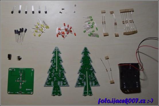 obrázek led vánoční stromeček
