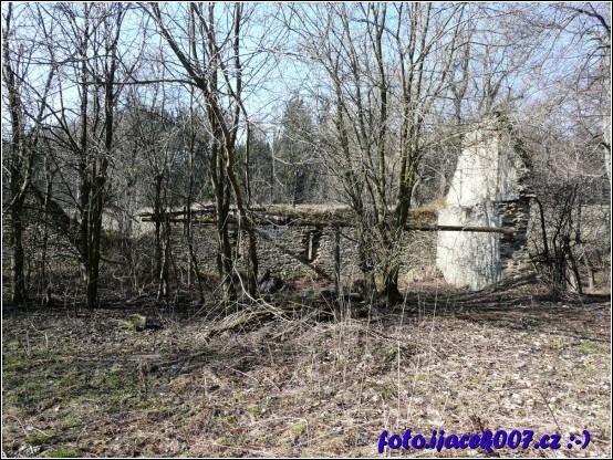 obrázek pozustatky budovy