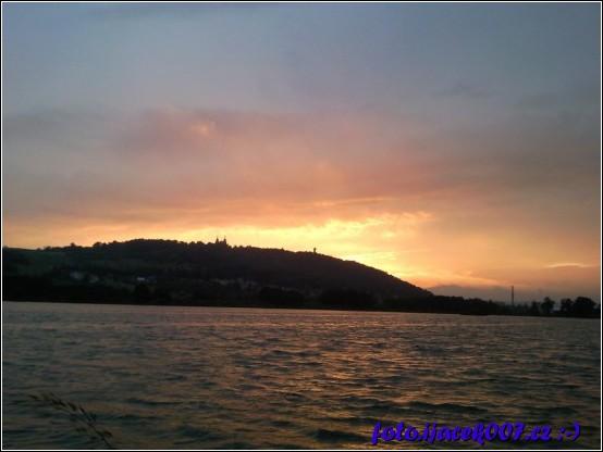 obrázek zapad slunce nad balatonem